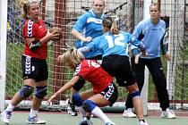 ŽENY Krčína (v modrém) si z víkendového dvojutkání přivezly pouze dva body za výhru s Modřany.
