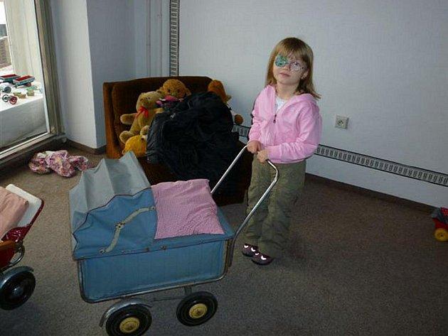 Děti ze Smajlíku si během jarních prázdnin nenechaly ujít výstavu hraček v Městském muzeu v Jaroměři.