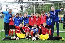 OKRESNÍ fotbalový výběr Náchoda kategorie U9 vyhrál v Lázních Bělohrad všechna svá utkání a zaslouženě turnaj ovládl.