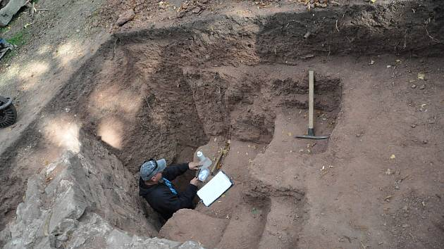 Obnova zámeckého kopce: průzkum odhalil bastion.