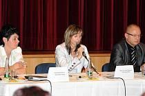 """Problematika nepřizpůsobivých občanů, návrhy na úpravy legislativy v sociální oblasti a prevence před problémy s nepřizpůsobivými – to byla tři """"horká"""" témata o kterých přijela hovořit poslankyně Parlamentu ČR Ivana Řápková."""