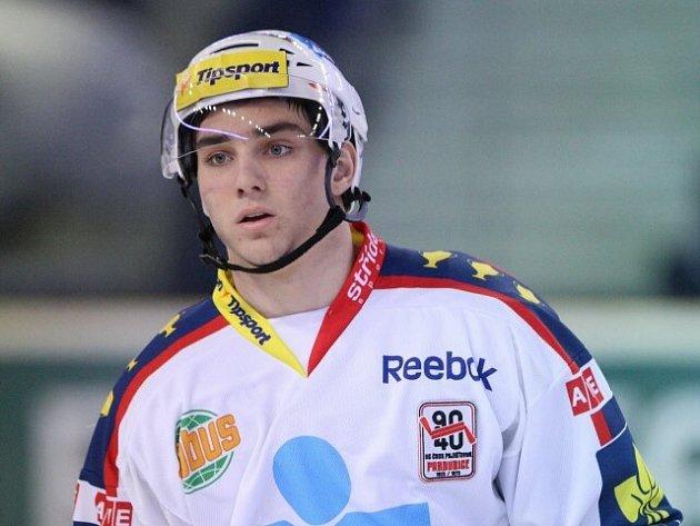 ODCHOVANEC jaroměřského hokeje Jan Veselý si ve čtvrtek odbyl extraligovou premiéru mezi dospělými.