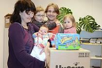 Tomášek Zapletal - vítězné říjnové miminko s rodiči a sourozenci.