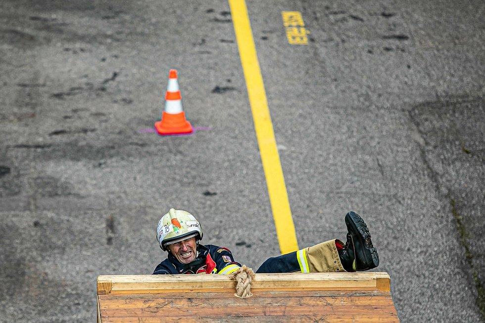 Soutěž o nejtvrdšího hasiče mezi profesionály i dobrovolníky se v úterý 20. července odehrála na požární stanici HZS Královéhradeckého kraje ve Velkém Poříčí.