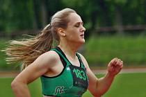NOVOMĚSTSKÁ atletka Tereza Škodová posunula v Trnavě krajský rekord šestnáctiletých dívek na trati 400m.