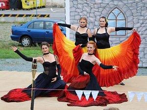 Historický spolek Antares a tanečnice potěšily svým vystoupením