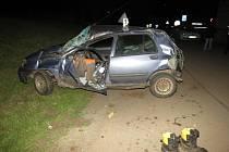 Uprostřed obce Křinice havaroval v sobotu večer šestadvacetiletý řidič osobního vozu, který zřejmě nerespektoval značení o snížení rychlosti.