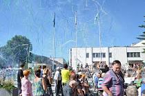 Na divadelní svátek Jiráskův Hronov se vyhláška zakazující požívání alkoholu na veřejném prostranství v centru města vztahovat nebude.
