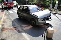 U čelního střetu dvou osobních automobilů Opel Meriva a Peugeot 106 utrpěla zranění jedna osoba.
