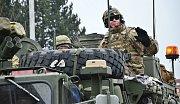Průjezd konvoje americké armády Náchodem.