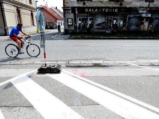Místo střetu osobního vozu s chodkyní v České Skalici.