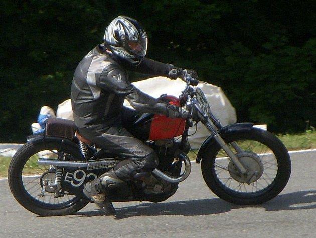 Věnce za vítězství a druhé místo si z Branné odvezl velkopoříčský jezdec Vladimír Svoboda.