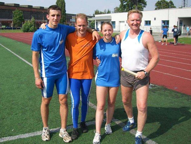 Extraligové kolo absolvovala čtveřice – zleva: Aleš Voborník, Jiří Vondřejc, Marcela Vondřejcová a trenér Jiří Vondřejc.