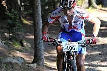 ČERVENOKOSTELECKÝ cyklista Michal Kaněra svádí boj s tratí slavného Dolemitenmanna, kde skončil se svým týmem třetí mezi amatéry.