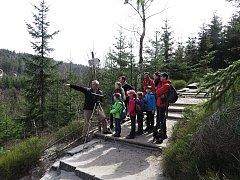 Když mají turisté štěstí, mohou díky dalekohledu vidět sokola stěhovavého v jeho přirozeném prostředí.