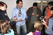 Filmová delegace v nově otevřené sokolovně v Novém Hrádku.