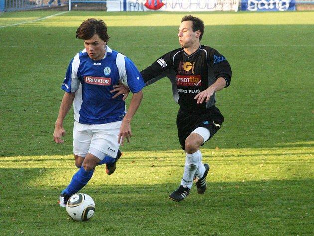 Nadějný mladíček Jiří Vondráček (vlevo) dostával od trenéra hodně prostoru a za jeho důvěru se mu svými výkony odvděčil.