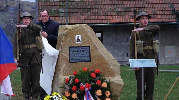 Odhalili pomník Václavu Foglarovi.
