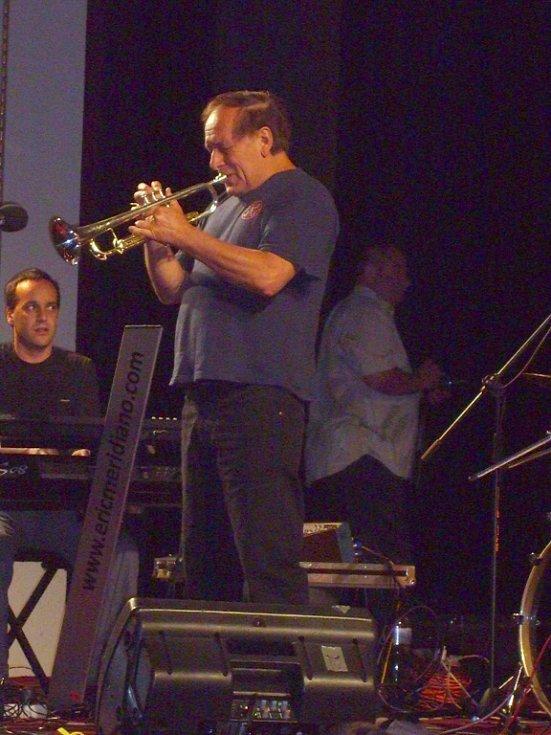 Pátý den Náchodské Prima sezóny ve znamení divadla, jazzu a tvořivých dílen.