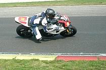 JAROMĚŘSKÝ motocyklový závodník Lukáš Kvaček obsadil v prvním závodě letošní sezóny velmi dobré páté místo.