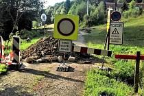 PRO A PROTI. Rekonstrukce silnice u hraničního přechodu začala. Jedni nechápou, jak se někdo může podepsat pod zhoršení životních podmínek. Jiní berou novou cestu jako jejich zlepšení