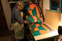 Výtvarník František Hodonský patří dlouhá léta mezi nejuznávanější výtvarníky současnosti. Ve své práci často hledá možnost vyjádření i v grafice. Postupně takto vznikla dlouhá řada grafik-dřevořezů.
