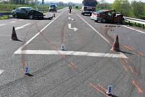 Dosud nedokončený silniční obchvat města Česká Skalice je částečně zprovozněn. Podle policistů se však stává častým místem dopravních nehod. Na snímku je zatím nejtěžší nehoda z léta minulého roku.