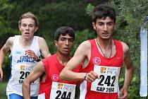 ZÁVOD juniorů rozběhli hodně rychle Turci, ti však postupně vadli a při seběhu už se dívali na záda Dominika Sádla.