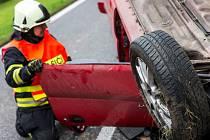 Dva zranění zůstali po nehodě v osobním autě, které havarovalo ve čtvrtek před polednem mezi Hodonínem a Dubňany - Ilustrační foto.