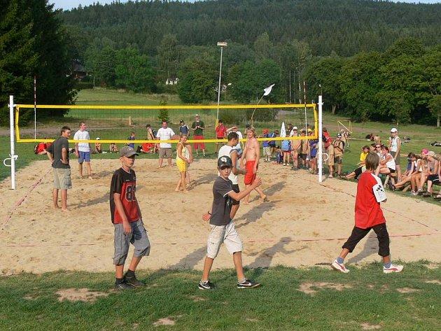 LT JANOVIČKY VS. SUPÍ VRCH ve fotbale, vybíjené a volejbale byl součástí sportovního vyžití táborníků.