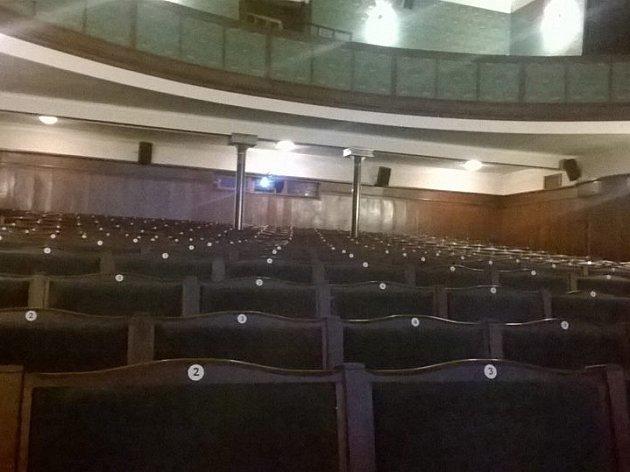 Na informační schůzku s občany do jaroměřského divadla kromě vedení města nikdo nepřišel.