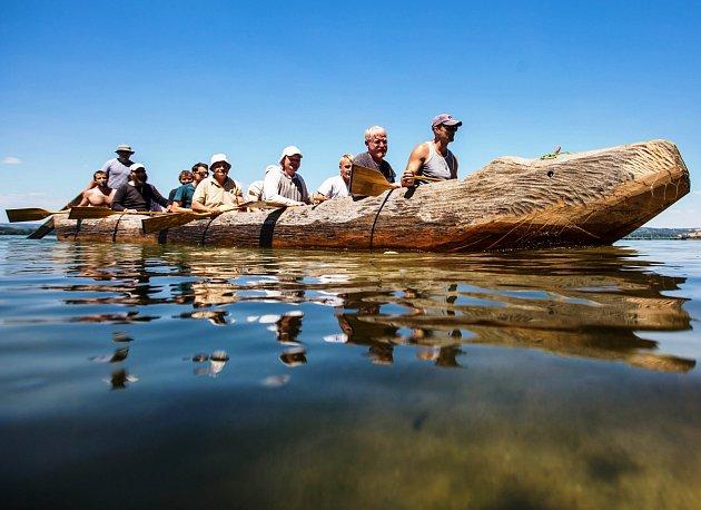 EXPEDICE MONOXYLON v sobě úzce spojují vědu v podobě experimentální archeologie a dobrodružství námořní plavby.