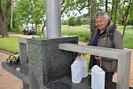 Od pondělí 25. května je zahájen letní provoz celkem 12 pítek, z nichž z osmi je možné čerpat vodu z vrtu Jan a ze čtyř vodu z vrtu Běla. Pítka budou v provozu v letních měsících denně od 8 do 20 hodin.