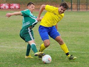 FOTBALISTÉ Nového Města nad Metují (ve žluto-modrém) po nejlepším podzimním výkonu porazili Kunčice 3:1.