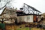 Požár stodoly a domu ve Stolíně.