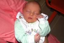 Tereza Vajsarová přišla na svět 5. července v 16.30 hod. Po narození vážila 2,120 kg a měřil a 45 cm. Společný domov s rodiči má v Hronově.