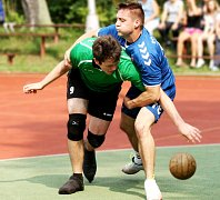 NÁRODNÍ házenkáři Krčína (v zeleném) doma zabrali a po dvou výhrách se posunuli na průběžné třetí místo.