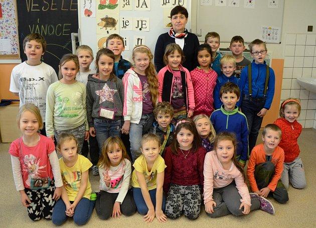 První třída ze Základní školy vMeziměstí spaní učitelkou Mgr. Ivou Ottmárovou.