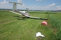 V sobotu 27. června došlo na Náchodsku k havárii ultralightu, kterou nahlásil pilot krátce před jednou hodinou odpoledne. Nehoda naštěstí neměla tragické následky.