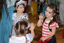 Pohádkový karneval v náchodském Déčku.