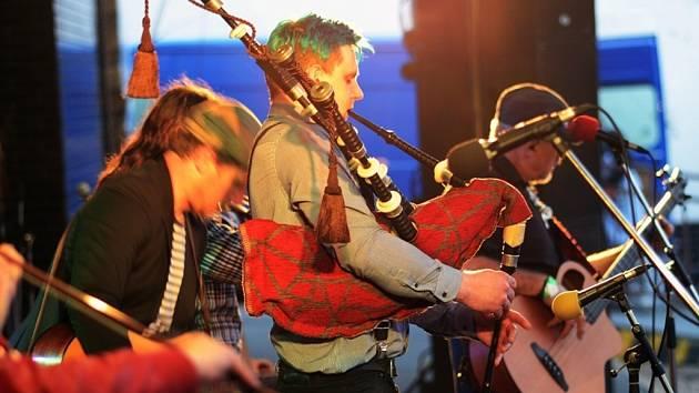 Prioritou kapely Benjaming's Clan je předávat lidem stovky kilowatt pozitivní energie – to se v Náchodě podařilo.
