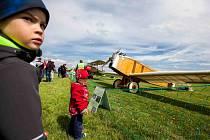 Letecký den, jak má být, který si užily celé rodiny, uspořádal Aeroklub Jaroměř v sobotu na letišti v Jaroměři-Josefově. Nechyběly atraktivní letecké ukázky.