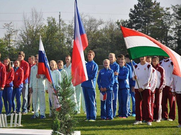 VLAJKONOŠEM českého výběru kategorie U16 byl novoměstský atlet Jan Žaluda.