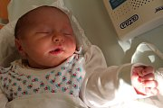 MATĚJ MACHÁČEK bydlí v Mezilesí. Narodil se 27. prosince 2016 ve 12.42 hodin. Váha ukázala 3370 gramů. Ze svého prvorozeného chlapečka se radují rodiče Andrea a Jan Macháčkovi.