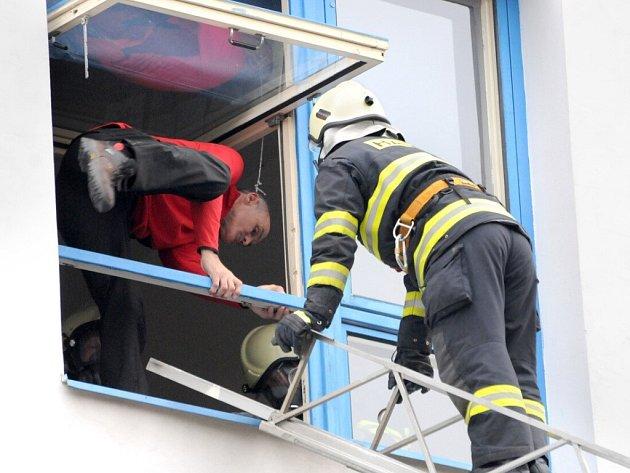 V budově Střední průmyslové školy v Hronově vypukl požár. Naštěstí šlo jen o cvičení.