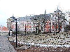 CELKOVOU REKONSTRUKCÍ si prošla část kláštera a klášterní zahrada.