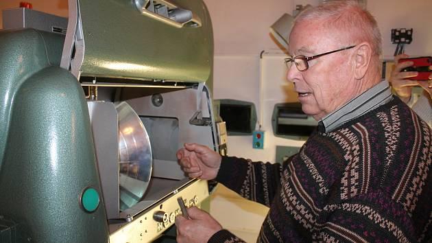 V provozuschopném stavu je v novohrádském kině všechna historická promítací technika.