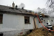 Neobydlený dům hořel, příčina se vyšetřuje.