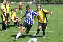 BÉČKO ŽĎÁREK (v pruhovaném) uhrálo v Dobrušce premiérové čtyři body. Dva ztratilo v zápase s domácími.