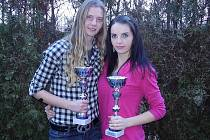 Hráčky náchodské juniorky Kristýna Kukrálová (vlevo) a Šárka Osobová byly v Hradci Králové vyhlášeny za nejlepší krajskou juniorku respektive kadetku za sezónu 2010.